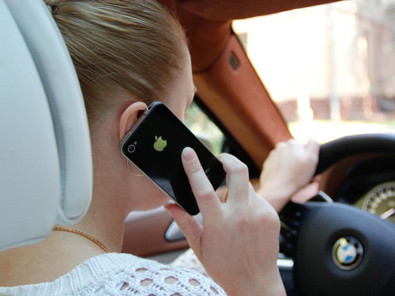 Apple не даст писать сообщения за рулем