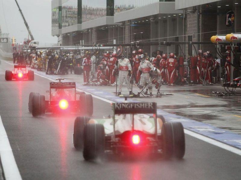 Пилоты «Формулы-1» придумали, как выбивать деньги из команд-должников