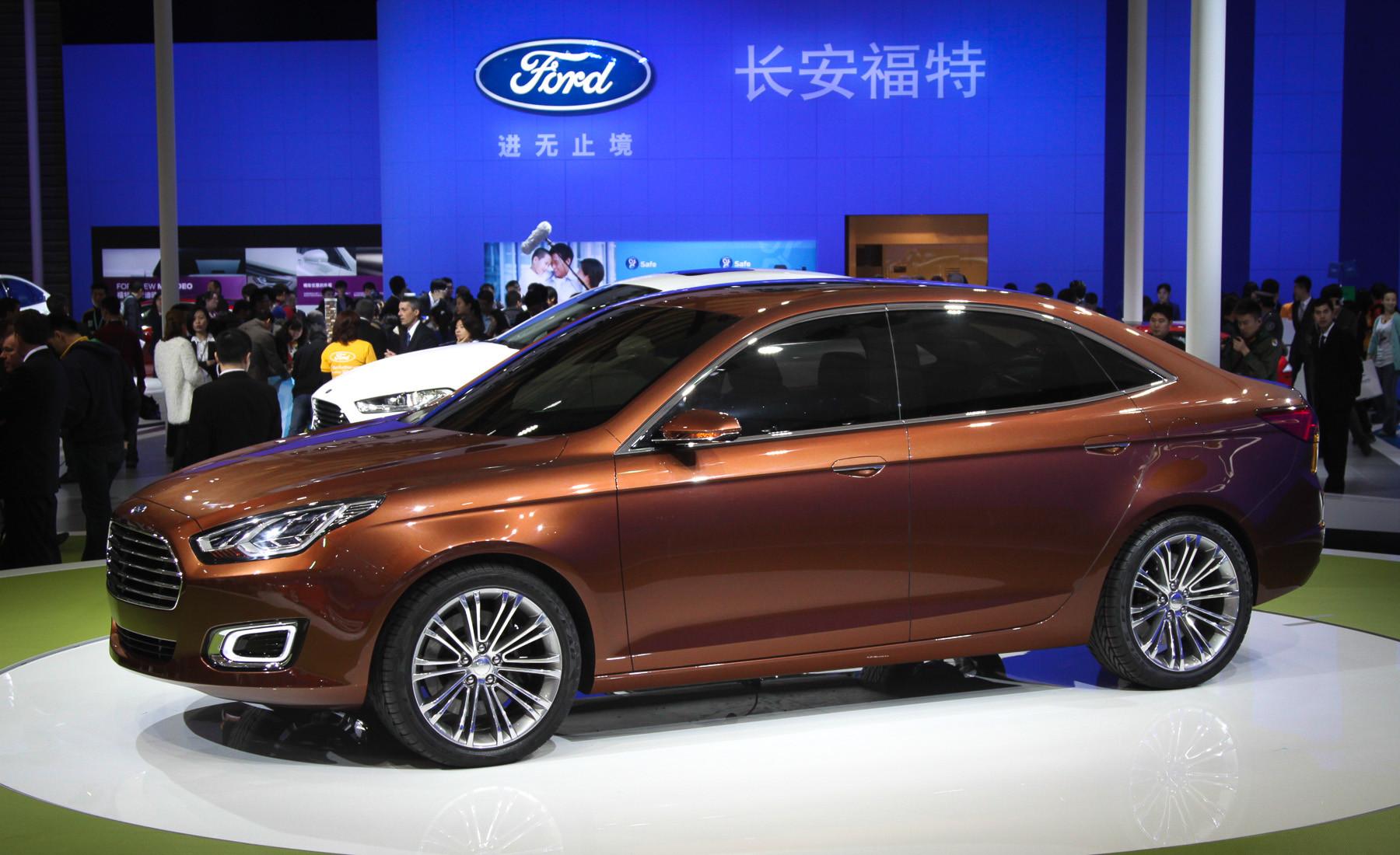 Недорогой седан Ford хотят привезти в Россию