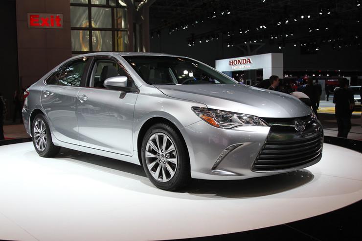 Новая Toyota Camry: больше, тише и с другим дизайном
