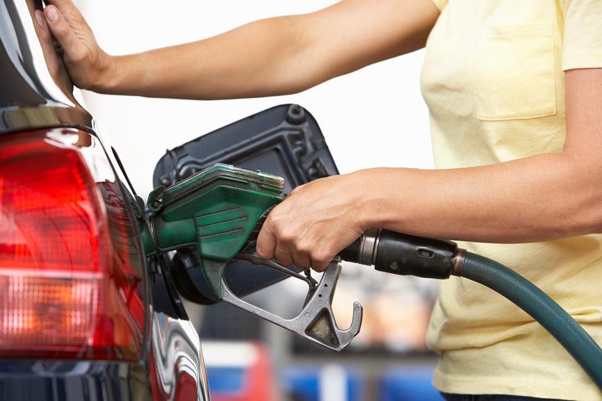 Бензин вновь начал дорожать