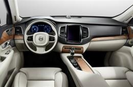 Новый Volvo XC90: огромный планшетник и рычаг КПП из хрусталя