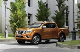 Новый Nissan Navara стал изящней и экономичнее, но остался трудягой
