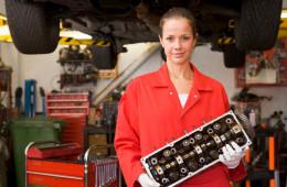 Во Франции открыли первый автосервис для женщин