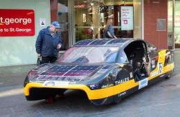 В Англии построили электромобиль на солнечных батареях