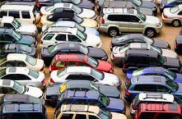 Продажи легковых авто с января упали в России на 12%