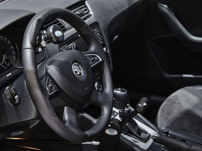 Skoda начнет российские продажи автомобилей с ручным управлением