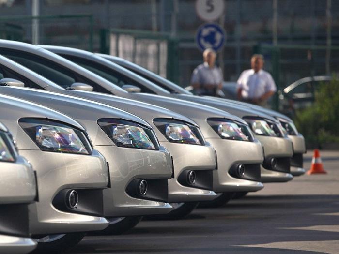 В октябре продажи легковых авто в России упали на 9,9%