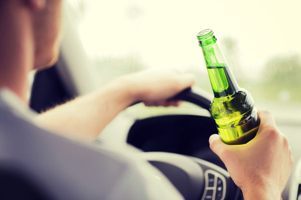 У пьяных водителей отберут машины, а их самих отправят на лечение