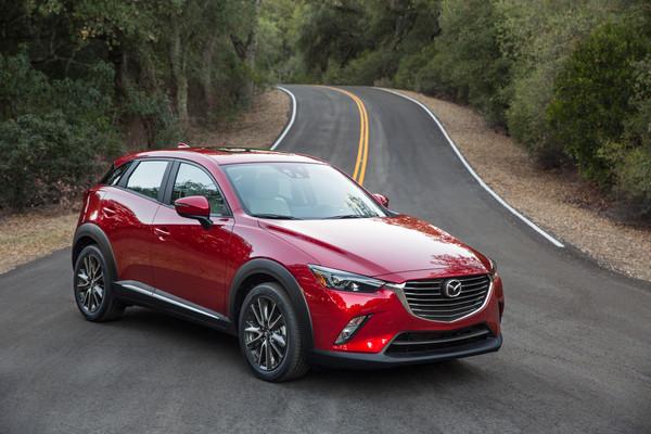 Новый маленький кроссовер Mazda: официальные фото