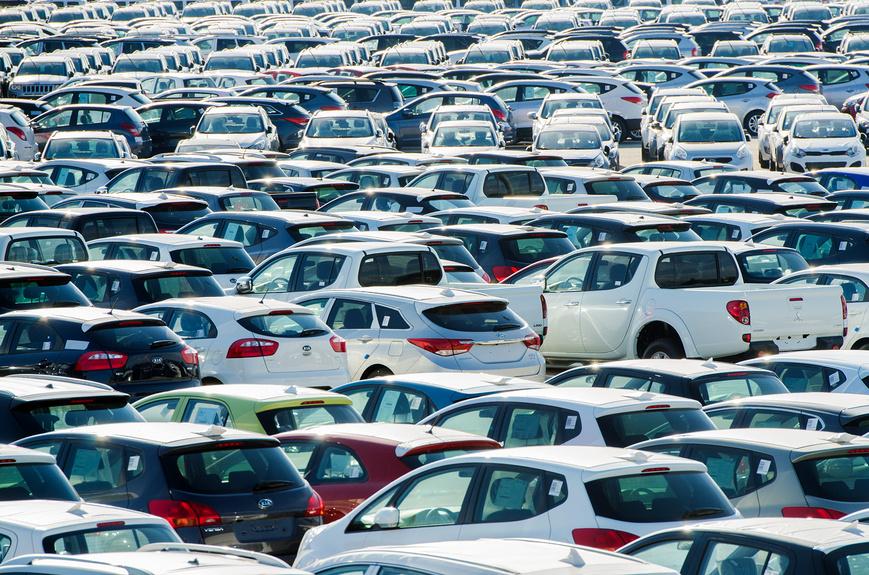Российский автомобильный рынок упал более чем на 10%