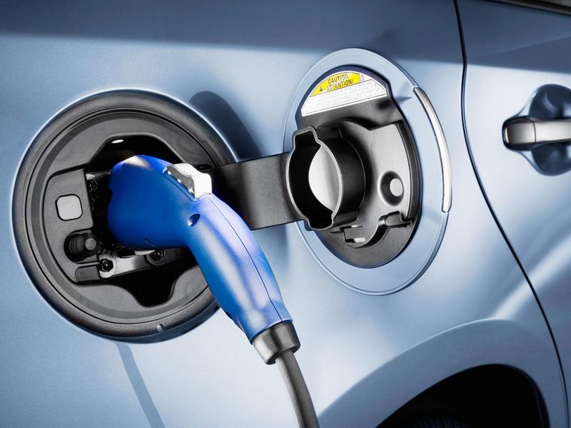 Подзаряжать электромобиль в Петербурге можно бесплатно