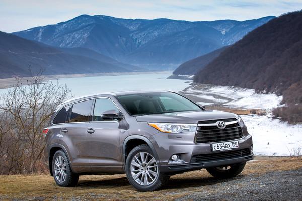 В России Toyota Highlander проверят на утечку бензина