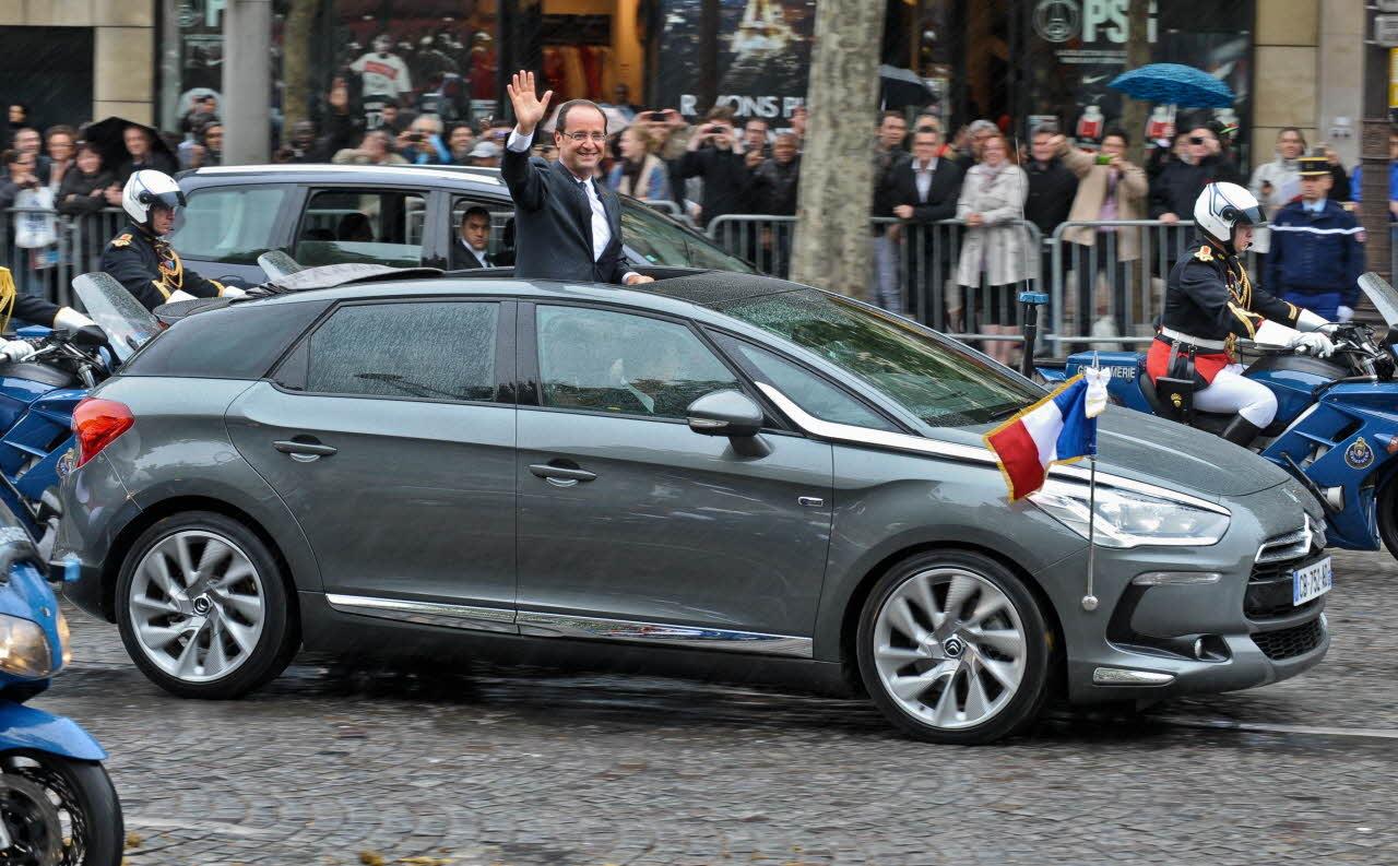 Любимый Citroen президента Франции помахал России ручкой