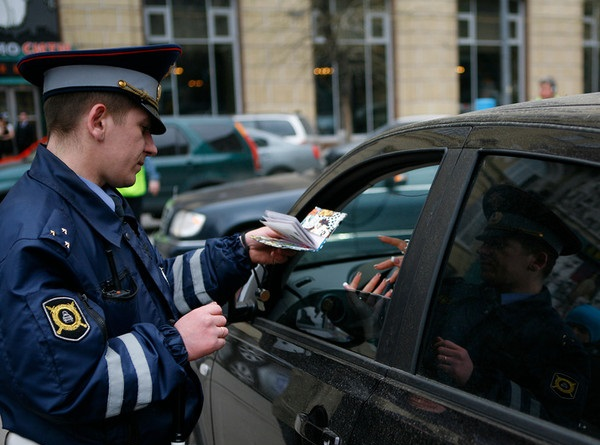 Исследование: россияне не хотят оплачивать штрафы на месте