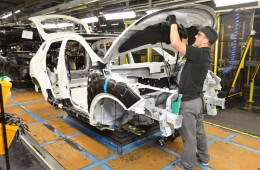 Nissan запускает российский конвейер, а «GM-АвтоВАЗ» — притормаживает