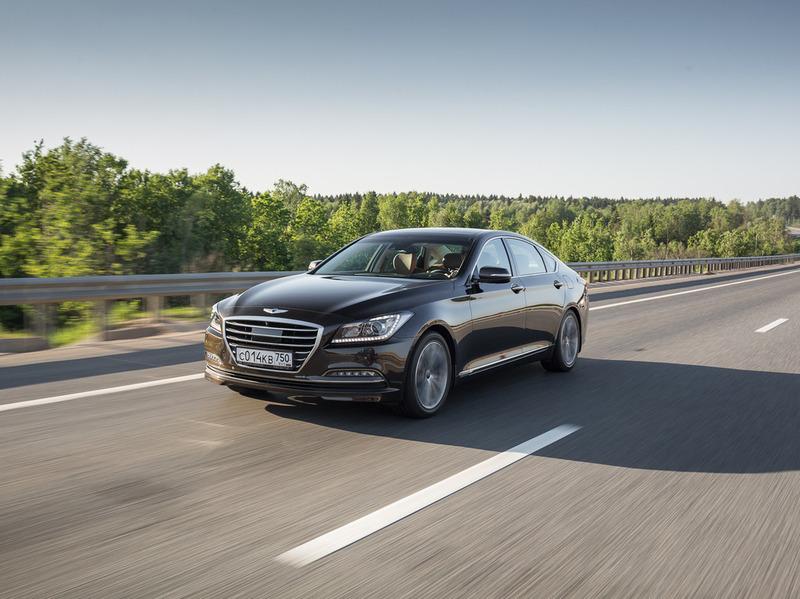 Седан Hyundai Genesis стал умнее