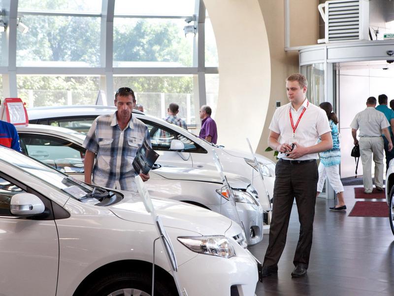 Спрос на автокредиты в России упал более, чем наполовину