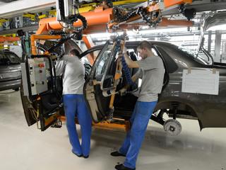 «АвтоВАЗ» увеличит зарплату сотрудников