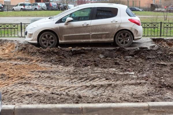 Водителей отучат парковаться на газонах