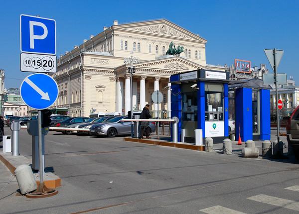 В Госдуме предлагают запретить парковку у театров, школ и больниц