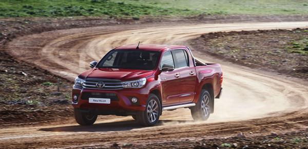 Новый Toyota Hilux: качественные фото и полная информация