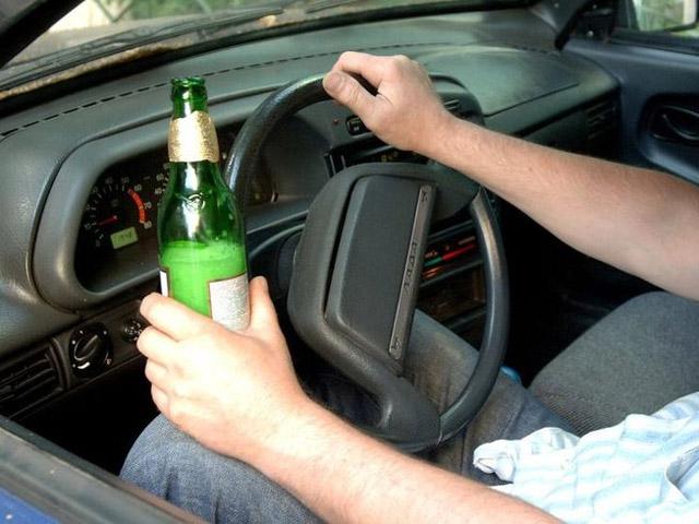 Взятки за алкоголь: теперь их дают сотрудники ГИБДД