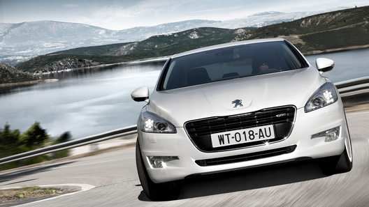 Peugeot и Citroen не собираются уходить из России