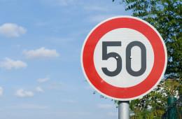 Правительство подумает о снижении скорости в населенных пунктах