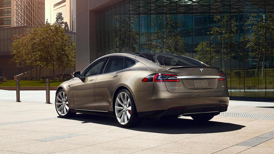 «Тесла» доверит испытания автопилота своим клиентам