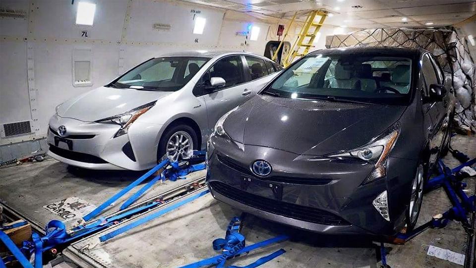 Внешность нового гибрида Toyota Prius перестала быть секретом