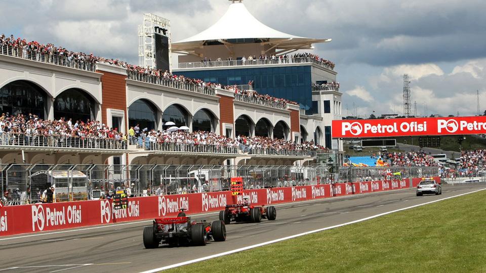 Турецкую трассу Формулы-1 превратили в рынок подержанных машин
