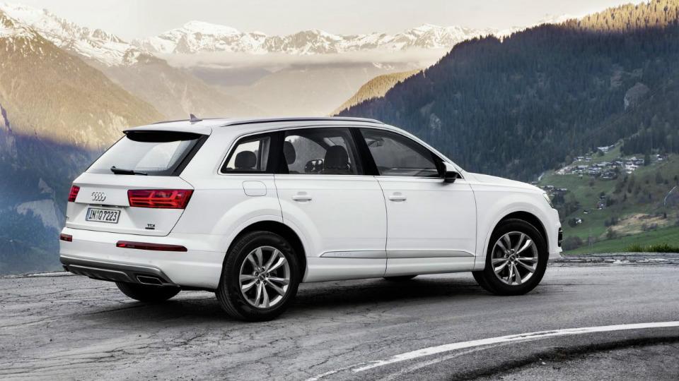 Внедорожник Audi Q7 получил новую базовую версию
