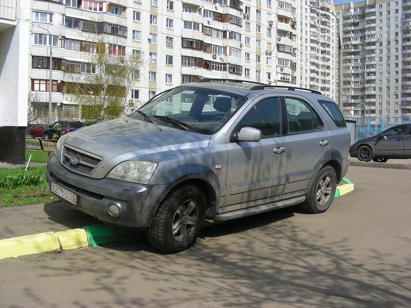 В Москве предложили запретить парковку во дворах