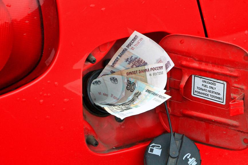 Эксперты: бензин скоро подешевеет