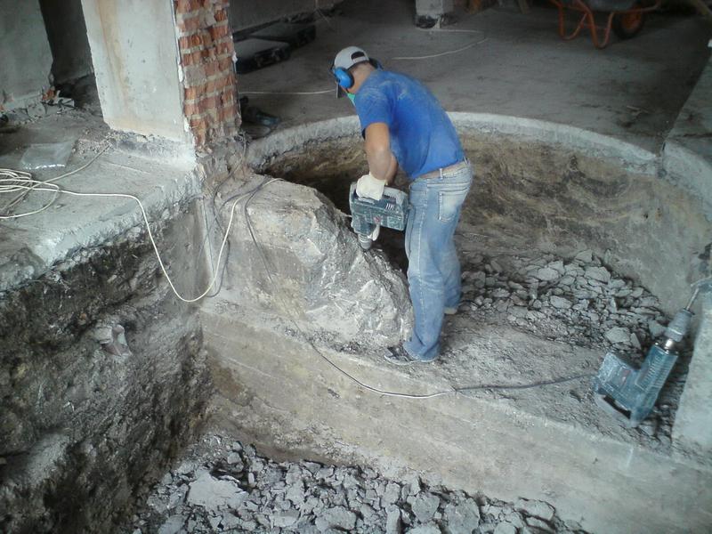 Как проводится демонтаж монолитного фундамента