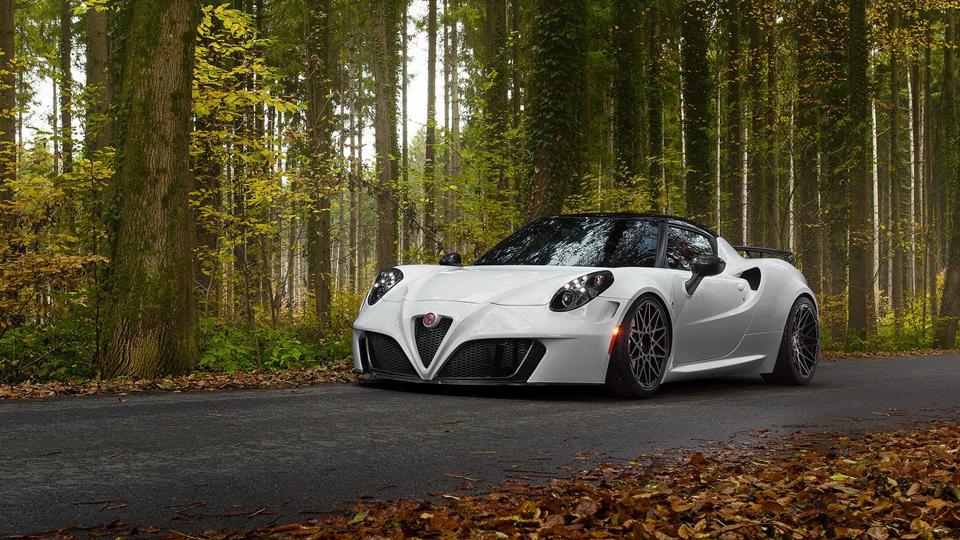 Alfa Romeo 4C научили разгоняться до 305 километров в час