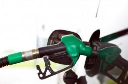 Цены на бензин в России почти сравнялись с американскими