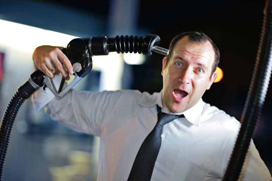 Депутаты Госдумы заинтересовались ценами на бензин