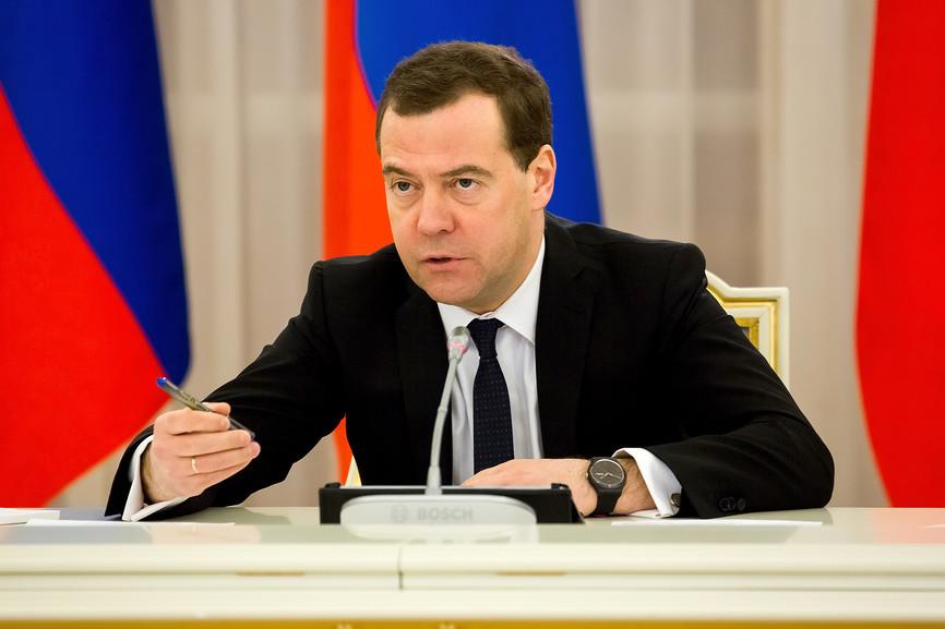 Медведев проконтролирует, как развиваются российские автозаводы