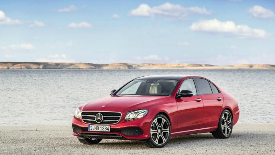 Внешность нового Mercedes-Benz E-Class раскрыли за неделю до премьеры