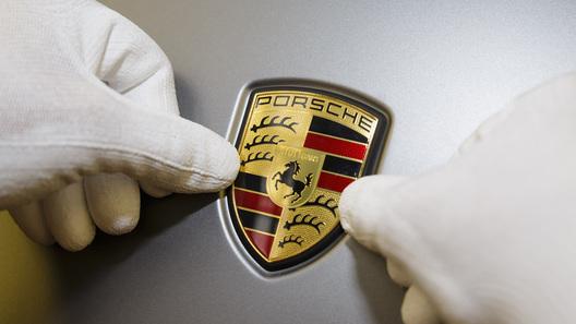 Компания Porsche щедро поблагодарила сотрудников за успехи