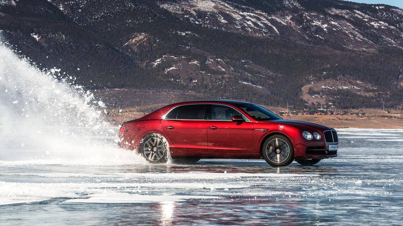 Bentley Flying Spur установил рекорд скорости на льду Байкала