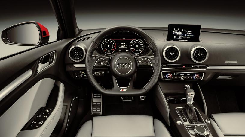 Российский офис Audi объявил цены на обновленный Audi A3 Cabriolet. Автомобиль будет предлагаться в России с одним мотором по цене от 2 040 000 рублей.