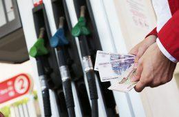 Эксперт рассказал, почему бензин дорожает при дешевеющей нефти