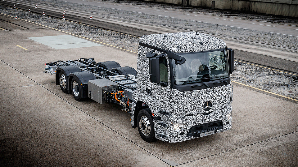 Mercedes-Benz построил электрический тягач