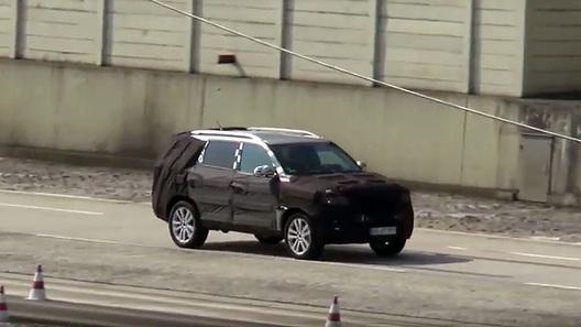 Mercedes-Benz помогает корейцам тестировать новый внедорожник