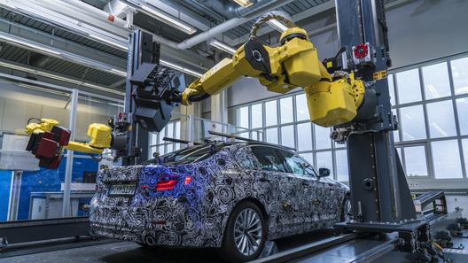 Роботы BMW научились создавать трехмерную модель новой «пятерки»
