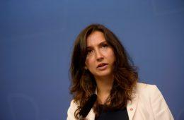 В Швеции молодая министр подала в отставку из-за нарушения ПДД