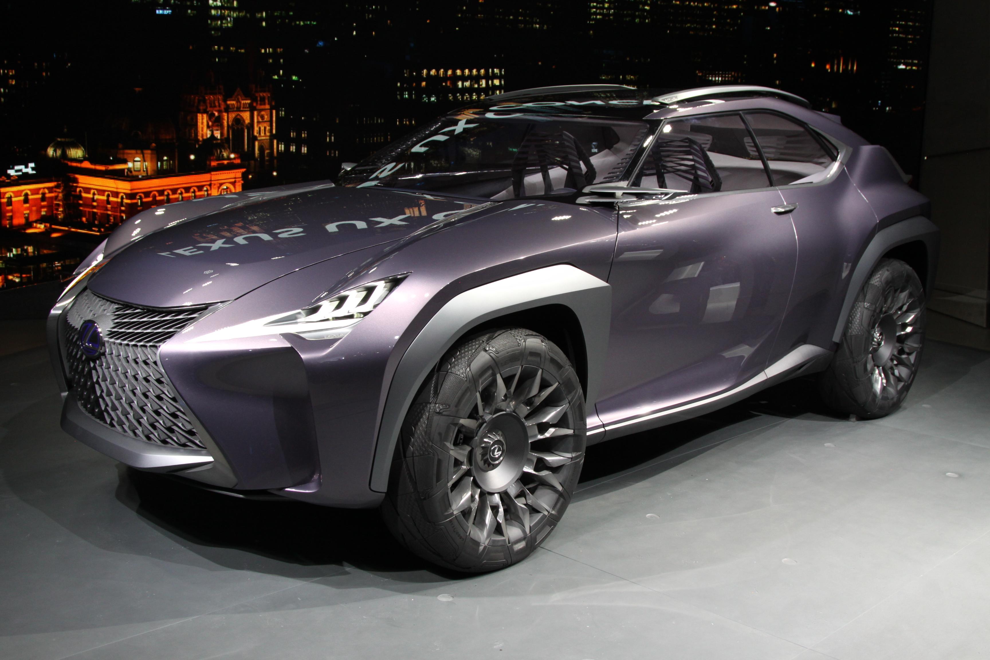 Lexus представил маленький кроссовер UX